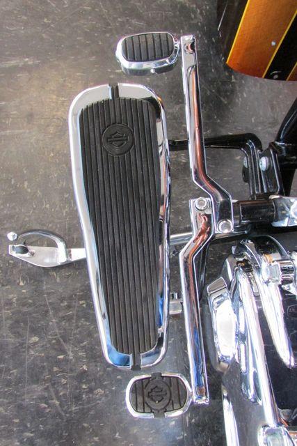 2005 Harley Davidson SOFTAIL DELUXE FLSTNI Arlington, Texas 34