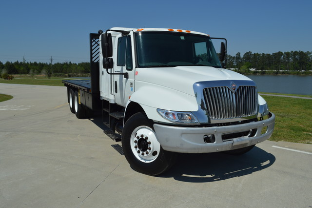 2005 International 4400 Dt466
