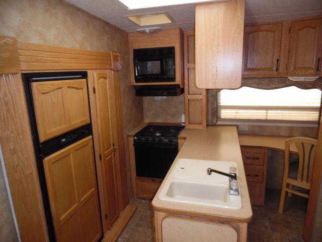 2005 Keystone Laredo 29GS Mandan, North Dakota 5