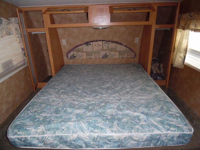 2005 Keystone Laredo 29GS Mandan, North Dakota 8