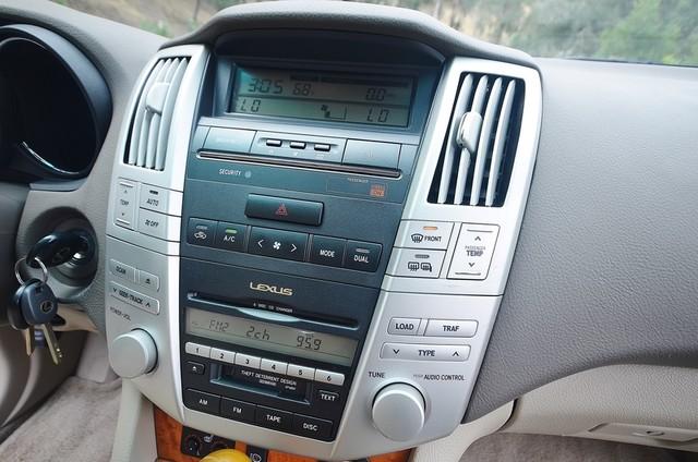 2005 Lexus RX 330 4WD - AUTO - PREMIUM PKG - SUNROOF - 1-OWNER Reseda, CA 8