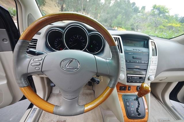 2005 Lexus RX 330 4WD - AUTO - PREMIUM PKG - SUNROOF - 1-OWNER Reseda, CA 5
