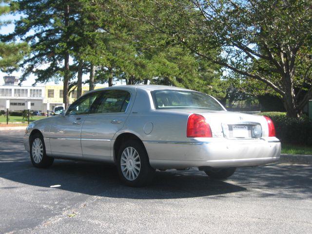 2005 Lincoln Town Car Signature Chamblee, Georgia 2