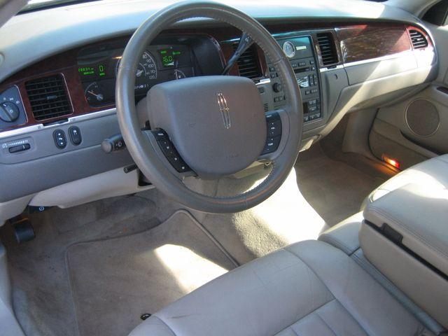 2005 Lincoln Town Car Signature Chamblee, Georgia 26