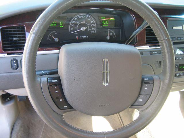 2005 Lincoln Town Car Signature Chamblee, Georgia 38