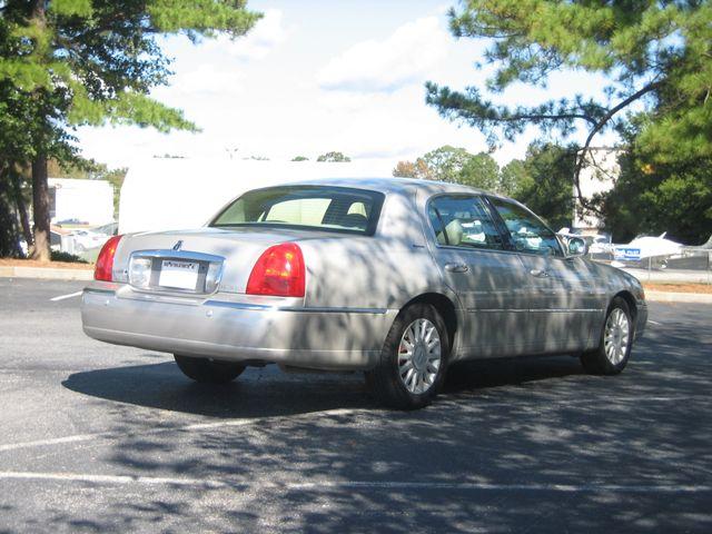 2005 Lincoln Town Car Signature Chamblee, Georgia 4