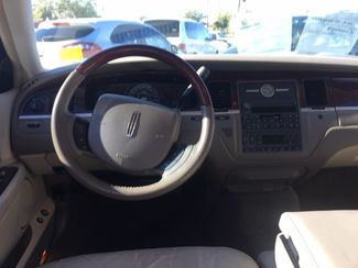 2005 Lincoln Town Car Signature Limited AUTOWORLD (702) 452-8488 Las Vegas, Nevada 5