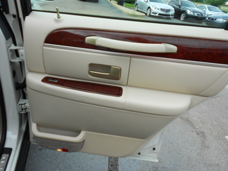 2005 Lincoln Town Car Signature Limited Memphis, Tennessee 27