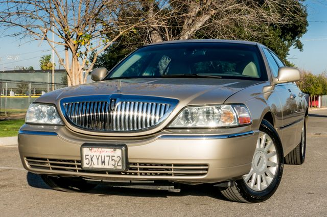 2005 Lincoln Town Car Signature Limited Reseda, CA 2