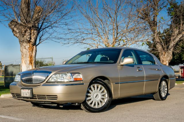 2005 Lincoln Town Car Signature Limited Reseda, CA 1