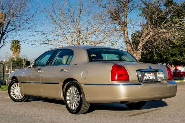 2005 Lincoln Town Car Signature Limited Reseda, CA 6