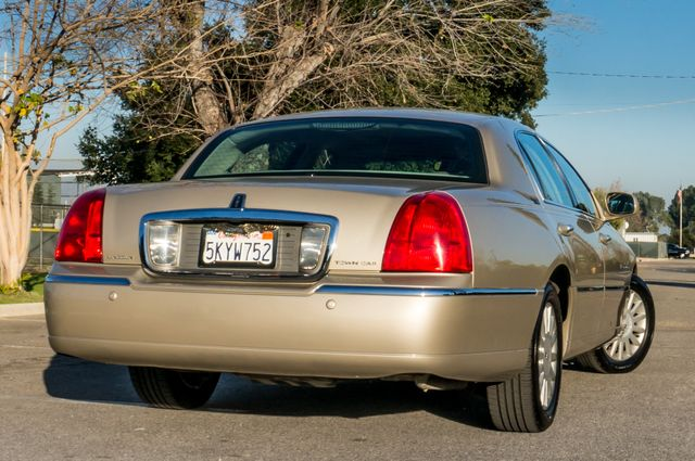 2005 Lincoln Town Car Signature Limited Reseda, CA 7