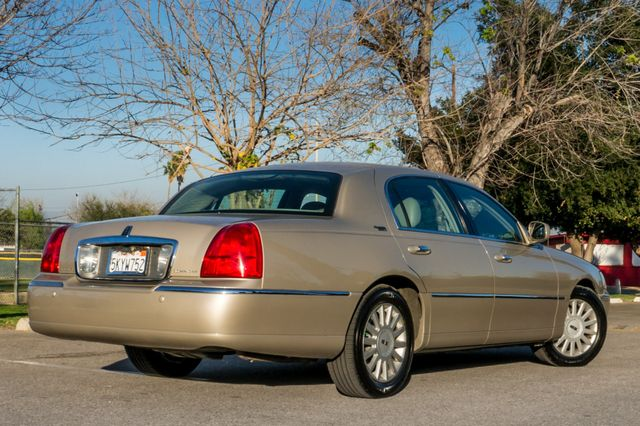 2005 Lincoln Town Car Signature Limited Reseda, CA 8