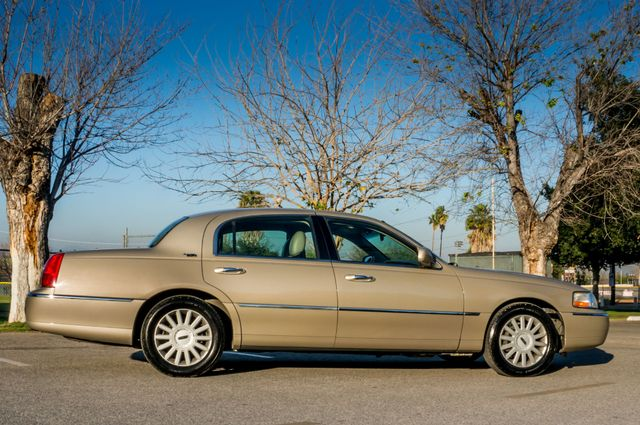 2005 Lincoln Town Car Signature Limited Reseda, CA 5