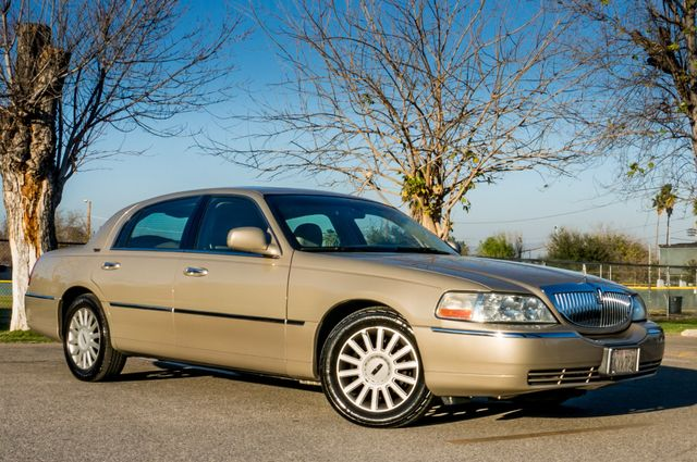 2005 Lincoln Town Car Signature Limited Reseda, CA 3