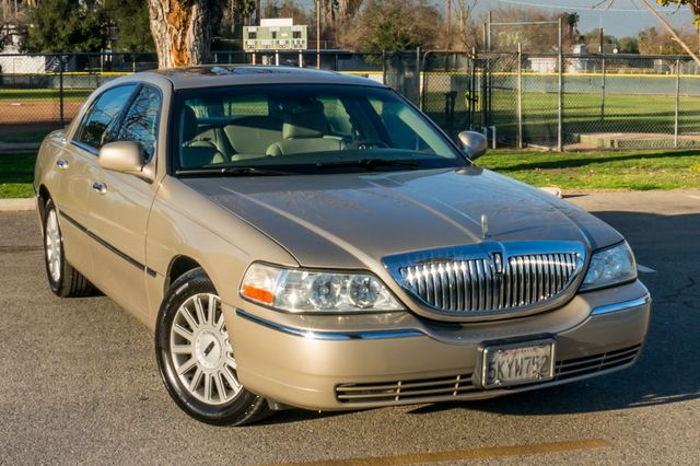 2005 Lincoln Town Car Signature Limited Reseda, CA 39