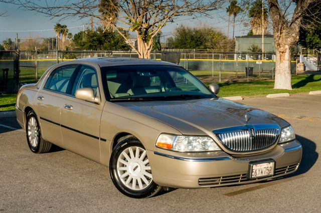 2005 Lincoln Town Car Signature Limited Reseda, CA 41
