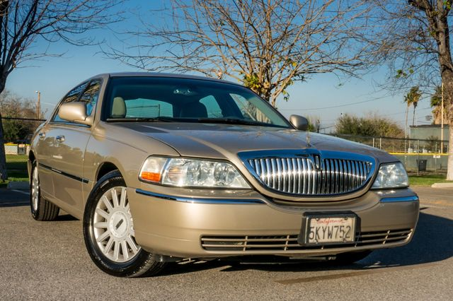 2005 Lincoln Town Car Signature Limited Reseda, CA 40