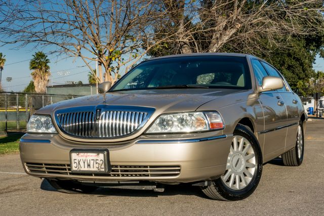2005 Lincoln Town Car Signature Limited Reseda, CA 37