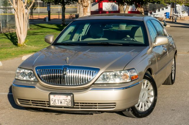 2005 Lincoln Town Car Signature Limited Reseda, CA 38