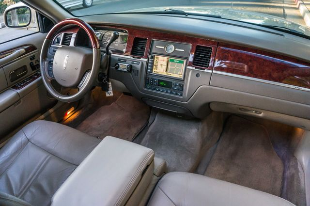 2005 Lincoln Town Car Signature Limited Reseda, CA 30
