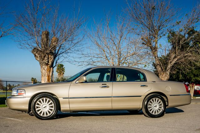 2005 Lincoln Town Car Signature Limited Reseda, CA 4