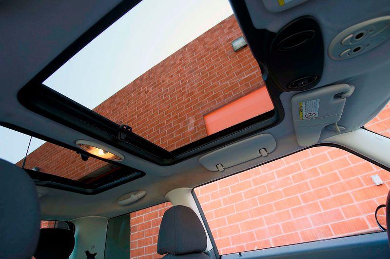 2005 Mini Hardtop S - Sport pkg - Manual - Xenon  city California  MDK International  in Los Angeles, California