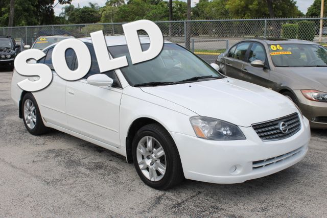 2005 Nissan Altima 25 S  WARRANTY 3 OWNERS FLORIDA VEHICLE TRADES WELCOME   Enjoy the