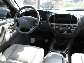 2005 Toyota Sequoia Limited Milwaukee, Wisconsin 13