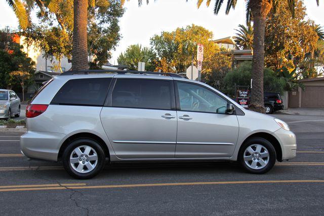 2005 Toyota Sienna LE Reseda, CA 9