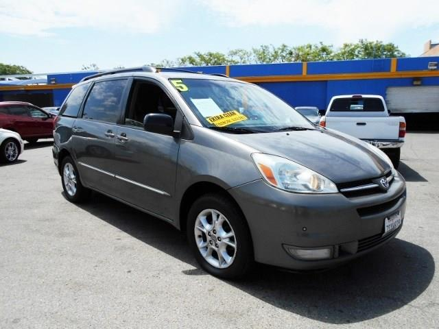 2005 Toyota Sienna XLE Limited warranty included to assure your worry-free purchase AutoCheck rep