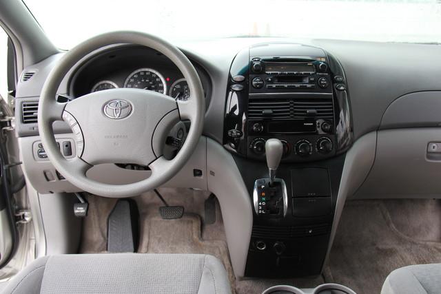 2005 Toyota Sienna CE Studio City, California 30
