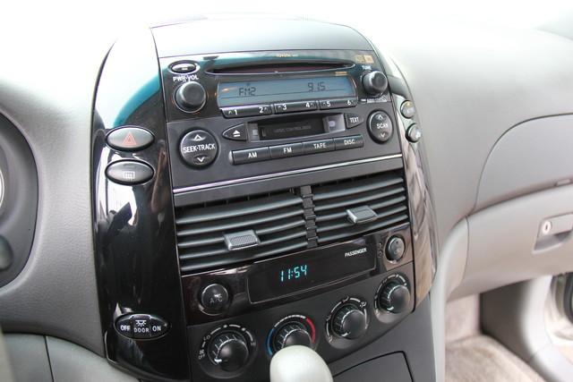 2005 Toyota Sienna CE Studio City, California 31