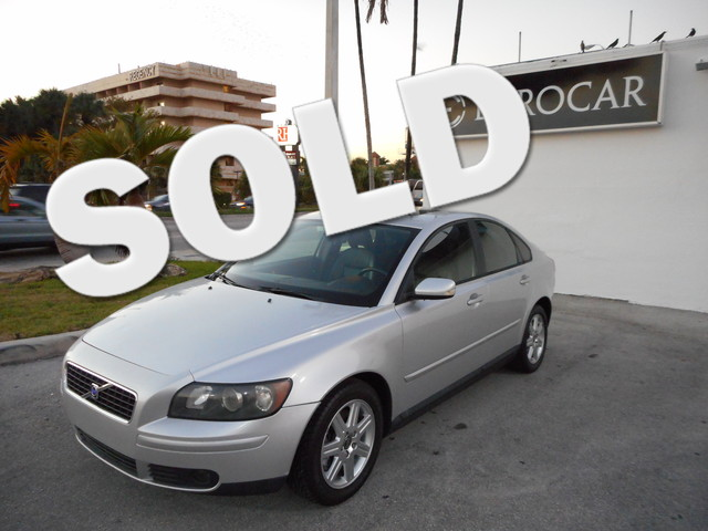 2005 Volvo S40 THIS 2005 VOLVO S40 IS THE VEHICLE FOR YOU CLEAN CARFAX READY TO RIDE AND DR