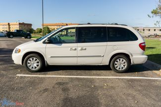 2006 Chrysler Town & Country Touring Maple Grove, Minnesota 8