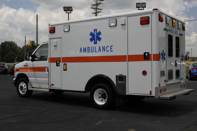 2006 Ford Econoline Commercial Cutaway E350 WHEELED COACH AMBULANCE TYPE III Mooresville , NC 26