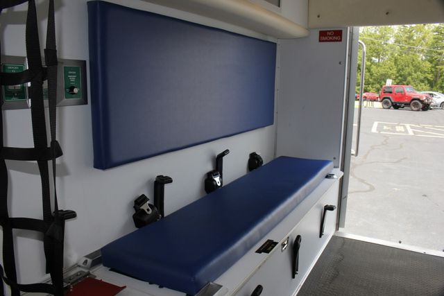 2006 Ford Econoline Commercial Cutaway E350 WHEELED COACH AMBULANCE TYPE III Mooresville , NC 40