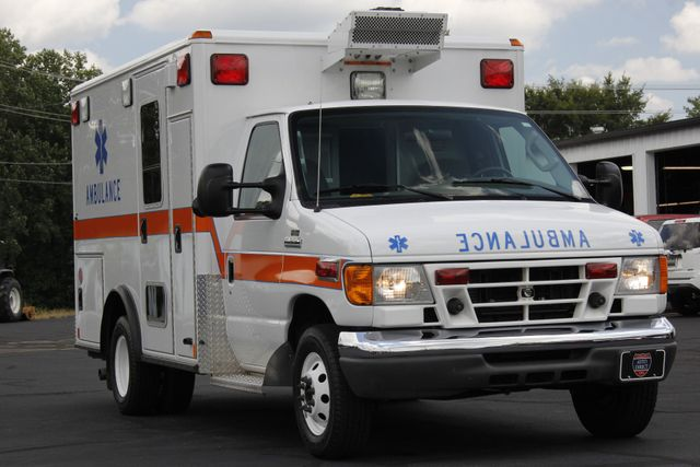 2006 Ford Econoline Commercial Cutaway E350 WHEELED COACH AMBULANCE TYPE III Mooresville , NC 27