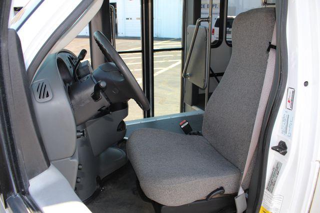 2006 Ford Econoline Commercial Cutaway E350 12 PASS Shuttle Bus/Van - 6.0L DIESEL! Mooresville , NC 9