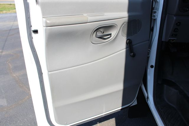 2006 Ford Econoline Commercial Cutaway E350 12 PASS Shuttle Bus/Van - 6.0L DIESEL! Mooresville , NC 39