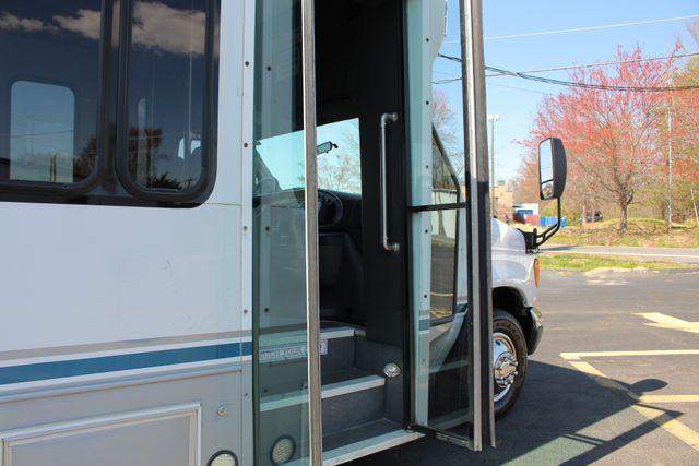 2006 Ford Econoline Commercial Cutaway E350 12 PASS Shuttle Bus/Van - 6.0L DIESEL! Mooresville , NC 24