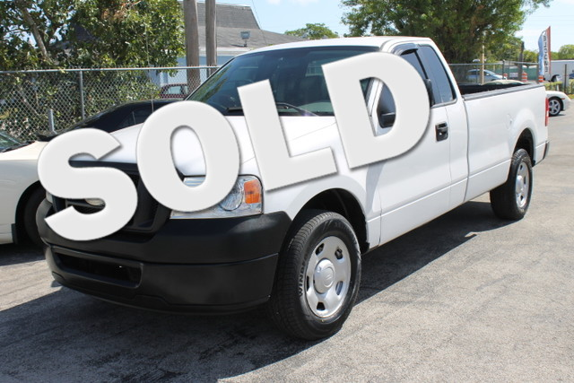 2006 Ford F-150 XL  FLORIDA VEHICLE LONG BED  This 2006 Ford F150 XL is a perfect example
