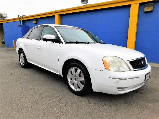 2006 Ford Five Hundred SE Limited warranty included to assure your worry-free purchase AutoCheck