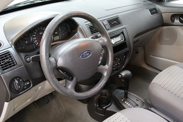 2006 Ford Focus SE ZX4 Richmond, Virginia 3