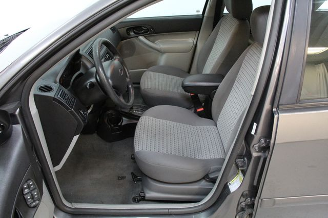 2006 Ford Focus SE ZX4 Richmond, Virginia 4