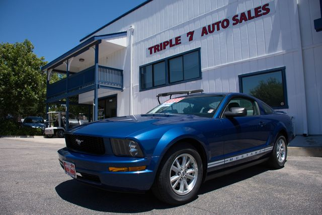 2006 Ford Mustang Deluxe  VIN 1ZVFT80N165177029 60k miles  AMFM CD Player Anti-Theft AC C
