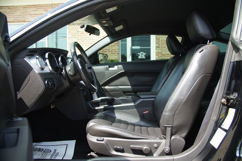 2006 Ford Mustang GT Premium  Lake Bluff IL  Executive Motor Carz  in Lake Bluff, IL