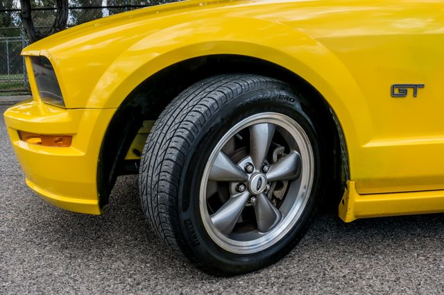 2006 Ford Mustang GT Deluxe Reseda, CA 16