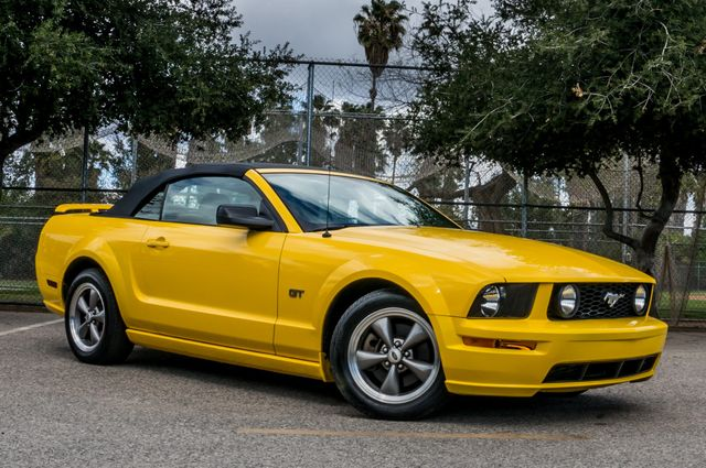2006 Ford Mustang GT Deluxe Reseda, CA 3