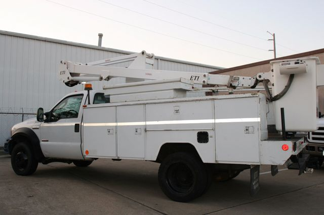 2006 Ford Super Duty F-550 DRW XLT Bucket Boom Houston, Texas 5